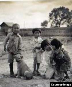 满洲农业开拓团儿童在嬉戏(图片来源:Japan Focus)