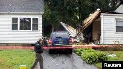 9일 코네티컷주 주택가에 추락한 소형 비행기의 모습