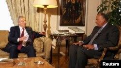 埃及外长(右)会见英国前首相布莱尔讨论巴以冲突