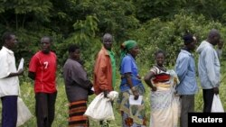 Malawians queue for food aid distributed by the United Nations World Food Program. (File)