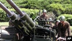 군사 훈련 중인 북한 군인들. (자료사진)