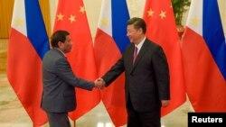 菲律賓總統杜特爾特5月15日訪問中國時在人民大會堂與習近平見面資料照。