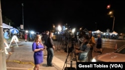 Periodistas se han concentrado en Sutherland Springs, Texas, para cubrir la masacre en una iglesia local.
