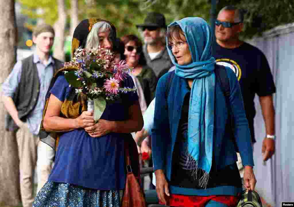 مردم شهر کرایس چرچ نیوزلند ۱۰ روز پس از حمله مسلحانه به دو مسجد، به مراسم دعا و یادبود قربانیان این حادثه پیوستند.