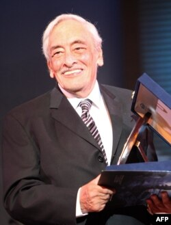 Egyptian actor Gamil Ratib holds his honorary award during the opening ceremony of the Alexandria Film Festival for Mediterranean Countries in the Egyptian port city of Alexandria, late on September 14, 2010.