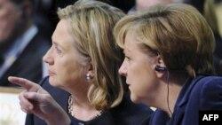 Thủ tướng Đức Angela Merkel và Ngoại trưởng Hoa Kỳ Hillary Clinton được bầu chọn là hai người phụ nữ quyền lực nhất thế giới.