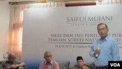 Rilis Survei Saiful Mujani Research and Consulting (SMRC) di Jakarta, Minggu (4/6) tentang NKRI dan ISIS: Penilaian publik nasional. (VOA/Fathiyah)