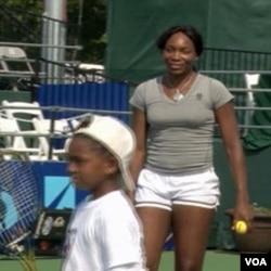 Venus Williams sa djecom teniserima u Washingtonu