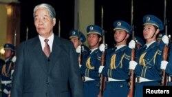 Tổng Bí Thư Đỗ Mười thăm chính thức Bắc Kinh vào tháng 11/1995.