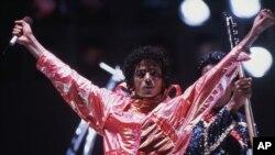 مایکل جکسون ستاره فقید موسیقی پاپ آمریکا و جهان سال ۱۳۸۸ ناگهان درگذشت.