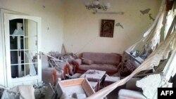 Humus'ta Baba Emir mahallesinde top ateşine tutulan bir ev