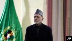 아프가니스탄 수도 카불에서 16일 군 장교들을 향해 연설하는 하미드 카르자이 아프간 대통령.