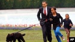 Barack Obama, Sasha Obama dan Malia Obama (Foto: dok).