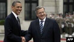 Tổng thống Mỹ Barack Obama (trái) và Tổng thống Ba Lan Bronislaw Komorowski tại Warsaw, Ba Lan, ngày 28 tháng 5, 2011