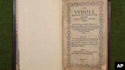 Foto yang dirilis oleh Gereja Old South di Boston ini menunjukkan satu dari 1.640 salinan buku Bay Psalm milik gereja Boston. Para ahli memperkirakan buku ini merupakan buku pertama yang dicetak di Amerika, dan merupakan buku peninggalan yang paling berharga. (Foto: dok).