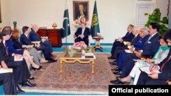 امریکی وفد کی وزیراعظم نواز شریف سے ملاقات