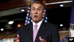 Chủ tịch Hạ viện Hoa Kỳ John Boehner. Phát ngôn viên của ông Boehner nói chẳng những ông không lấy làm khó chịu, mà còn tự hào được liệt vào danh sách những người chống lại thái độ hung hăng của Tổng thống Putin