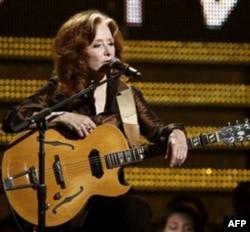 Bonnie Raitt performing at the Grammy Awards in February