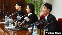한국에 정착했다가 재입북한 탈북자들이 지난 2013년 1월 평양에서 기자회견을 하고 있다. (자료사진)