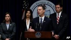 Tổng Chưởng lý bang Pennsylvania Josh Shapiro phát biểu tại cuộc họp báo hôm 14/8/2018.