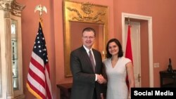 Đại sứ Hoa Kỳ Dan Kritenbrink và Trợ lý Ngoại trưởng Michelle Guida, Photo US Embassy Hanoi.