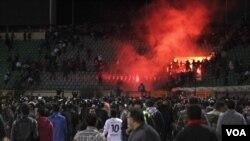 Kerusuhan antar penonton di stadion sepakbola Port Said (1/2) yang menewaskan 74 orang dan lebih dari 1.000 luka-luka.