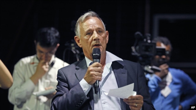 French pilot Gerard Arnoux addresses reporters during a press conference held at the Bourget airport on the crash of Flight 447 from Rio de Janeiro to Paris,July 5, 2012.