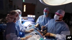 FILE - Doctors harvest a kidney from a donor at Georgetown University Hospital in Washington.