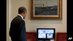 奥巴马7月8日在白宫观看升空的电视转播