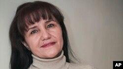 Taniqli fotograf, rejissyor Umida Ahmedova va yana bir necha kishi 27-yanvar kuni Ukraina elchixonasi yonida yig'ilgan edi.