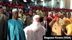 Le premier ministre Brigi Rafini lors de la première séance du Parlement nigérien à Niamey, le jeudi 24 mars 2016. (VOA / Bagassi Koura)