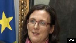 Komisaris Uni Eropa Cecilia Malmstrom. Frontex akan membantu pihak berwenang Italia memproses para pendatang baru.