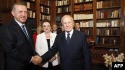 Erdogan, vizitë historike në Greqi, palët diskutojnë për shkurtime ushtarake
