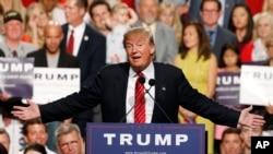 Kandida alaprezidans, Donald Trump, pandan yon rali ki te anviwon 3,500 moun, 11 jiyè 2015, nan Phoenix. Etazini.