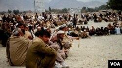 چارواکي وايي پاکستان په تېرو دریو ورځو کې شاوخوا ۶۰۰ توغندي پر افغانستان توغولي دي
