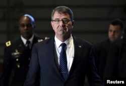 Bộ trưởng Quốc phòng Mỹ Ashton Carter nói văn kiện hướng dẫn mới không nhắm vào Trung Quốc, nhưng cảnh báo rằng những hành động của Trung Quốc sẽ mang lại cho họ những hậu quả.
