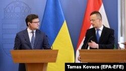 Министры иностранных дел Украины и Венгрии Дмитрий Кулеба и Петер Сиярто на совместной пресс-конференции в Будапеште. 29 мая 2020.