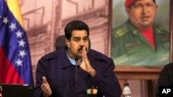 El presidente venezolano Nicolás Maduro dice que Estados Unidos está detrás de un intento por sacarlo del poder.