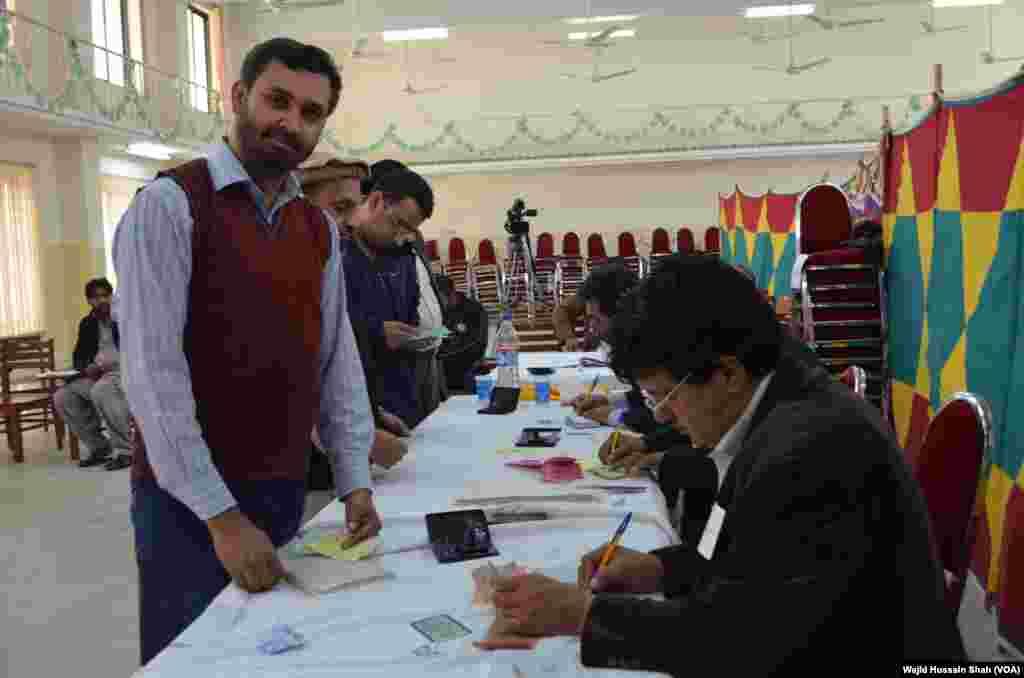 بلدیاتی انتخابات میں ایک بڑی تعداد میں امیدوار آزاد حیثیت میں بھی حصہ لے رہے ہیں۔
