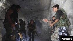 Các chiến binh của Quân đội Syria Tự do tại Deir al-Zor, ngày 1/10/2013.