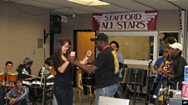 Members of Septo Tipico Tivoli teach students Cuban dances.