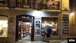 پرتگال کے شہر لسبن میں قائم برٹرینڈ بک اسٹور کو گینیز بک آف ریکارڈ نے دنیا کا سب سے پرانا بک اسٹور قرار دیا ہے۔
