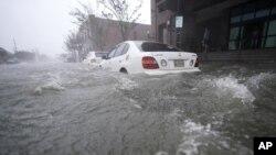 """Улицы г. Пенсакола, штат Флорида, после прихода урагана """"Салли"""" (16 сентября 2020 г.)"""