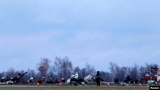 Wreckage is seen at the site of a Tatarstan Airlines Boeing 737 crash at Kazan airport, russia, Nov. 18, 2013.