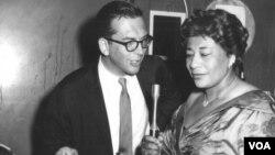 Легендарный ведущий джазовых программ «Голоса Америки» Уиллис Коновер и первая леди джаза Элла Фитцджеральд