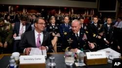 Savunma Bakanı Ashton Carter ve ABD Genelkurmay Başkanı Org. Martin Dempsey, Senato Silahlı Hizmetler Komisyonu'nda