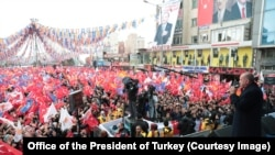 Turkish President Recep Tayyip Erdogan speaking to supporters in Van, eastern Turkey, ahead of the March 31 local elections (March 26, 2019)
