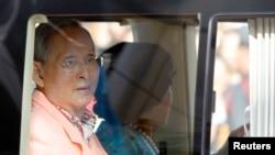 泰国85岁的国王普密蓬和王后诗丽吉