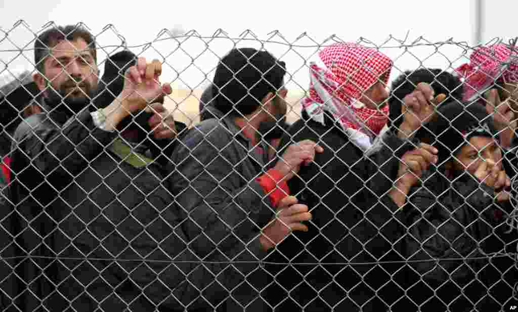 Newly arrived Syrian refugees wait to receive supplies and to be assigned to tents at the Zaatari Syrian refugees camp in Mafraq, near the Syrian border with Jordan, January 28, 2013.