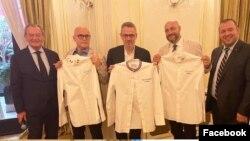 Club des Chefs des Chefs menyambut tiga anggota baru di Perancis (Joseph Korson, Santi Rosato, Fabrice Desvignes) . (Foto: Christian Garcia/Facebook @clubdeschefsdeschefs)